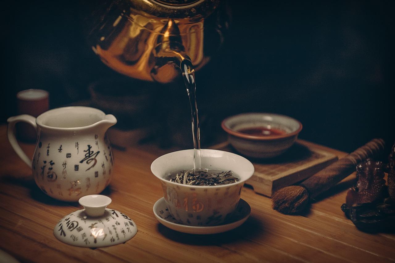 Les origines et les évolutions du thé dans le monde